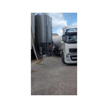 Descarga de pellet con camión neumático
